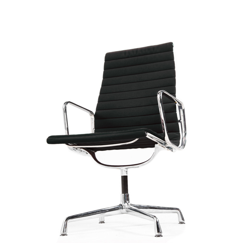 Eames chair nachbau trendy fabelhafte eames chair kinder for Eames burostuhl replica